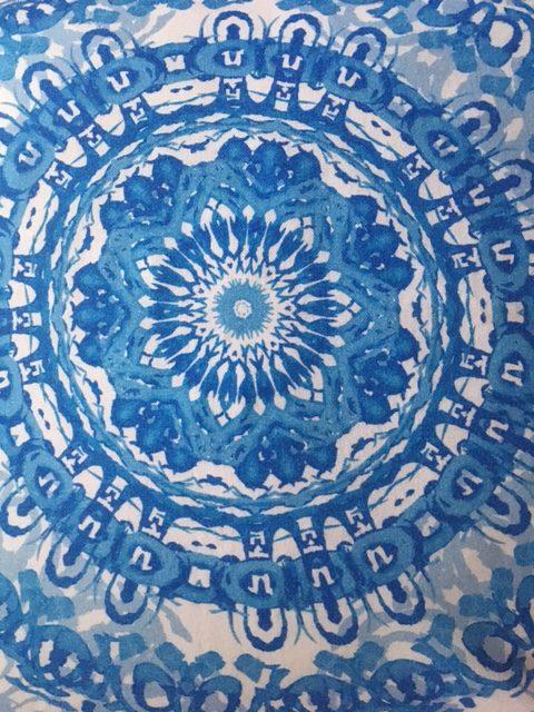 Dekorativni pamučni jastuk Plava batik mandala