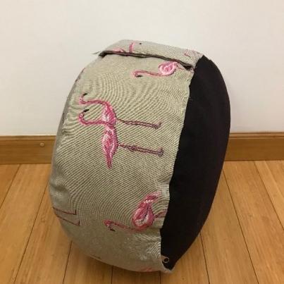 Okrugli joga jastuk tabure flamingo profil