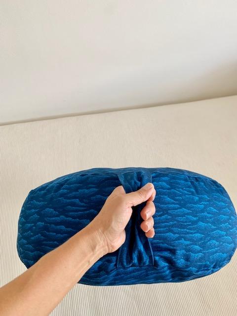 Jastuk za jogu i meditaciju polumesec plavi talasi