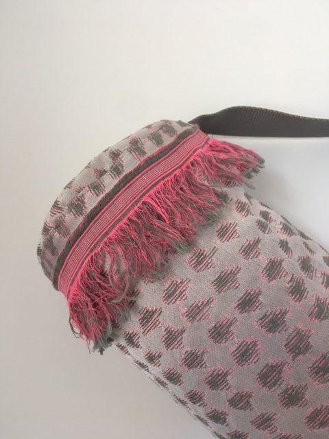 Torba za jogu srebrno roza šanel sa resama